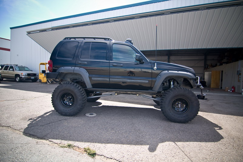 ...e io che pensavo di avere la jeep rialzata... Jeep_Liberty_tuning_9137